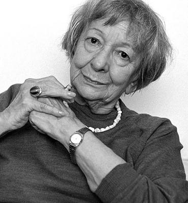 biography of wislawa szymborska Szymborska, wislawa encyclopedia of world biography copyright 2004 the gale group inc while celebrated in her native poland since the 1960s, polish poet wislawa szymborska (born 1923) did not become well known internationally until she received the nobel prize in literature in 1996.