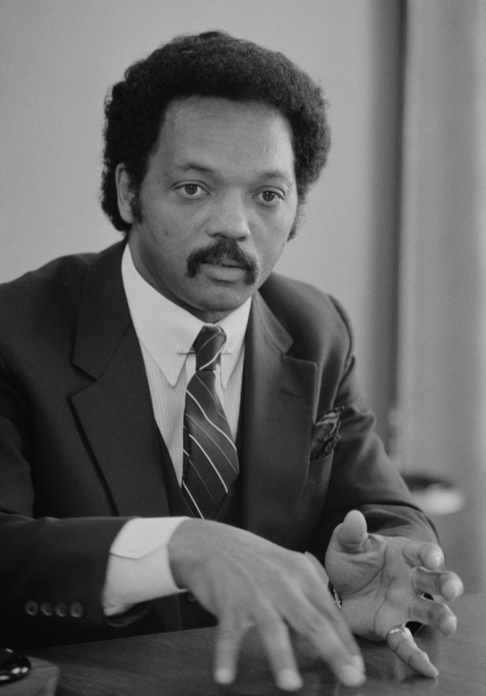 a summary of the book up with hope a biography of jesse jackson by dorothy chaplik