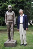 Freeman Dyson with the statue of Fred Hoyle in the grounds of the Institute of Astronomy, Cambridge, June 2003.