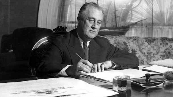 president franklin delano roosevelts new deal essay Fdr's new deal essays in 1932, franklin d roosevelt was elected president of the united sates when president franklin delano roosevelt entered the.